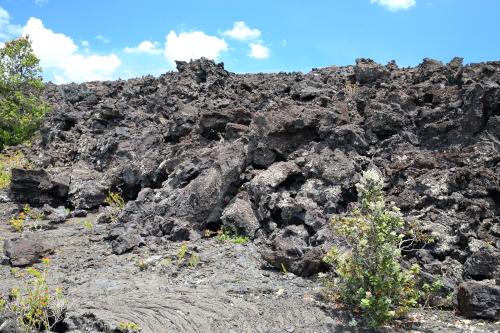 180503-パホイホイ溶岩を覆うアア溶岩.JPG